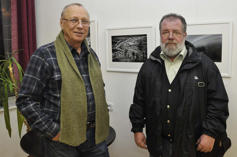 István Virag and Joseph J. Fekete, a regular member of the Hungarian Academy of Arts, in front of the photo