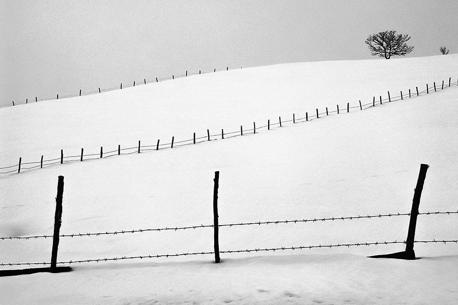 © Miodrag Veselinovic, Tri ograde